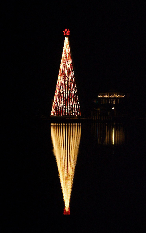 It S Not Too Late To Add Christmas Lighting And Holiday Decorations Nashvil
