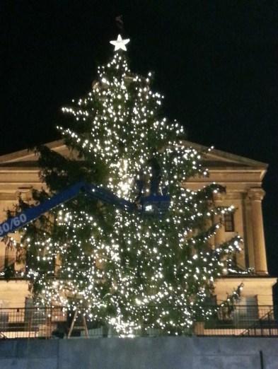 outdoor-lighting-perspectives-of-nashville-lighting-the-2014-nashville-capital-tree-2014