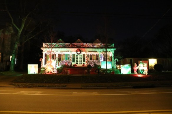 Nashville-Christmas-lights-on-Elmington-800x533 (2)
